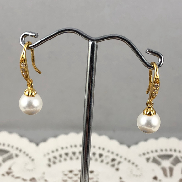 Gem Empourium Jewelry - 14K Yellow Gold Filled White Pearl & Crystals Hook